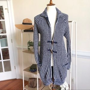 Gap cable knit long cardigan with wooden button